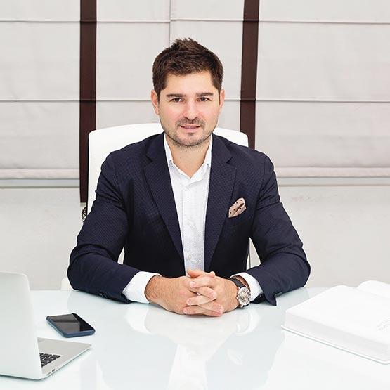 Доктор Петр Бриньковский стоматолог-имплантолог